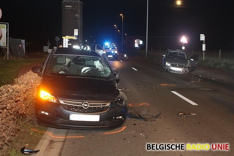 Twee bestuursters gewond bij zware klap
