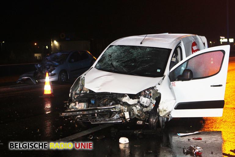 6 gewonden bij botsing tussen twee voertuigen op E17 in Deerlijk