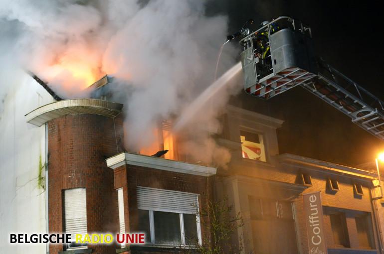 Zware brand in loods vernielt ook naastgelegen woning in Marke