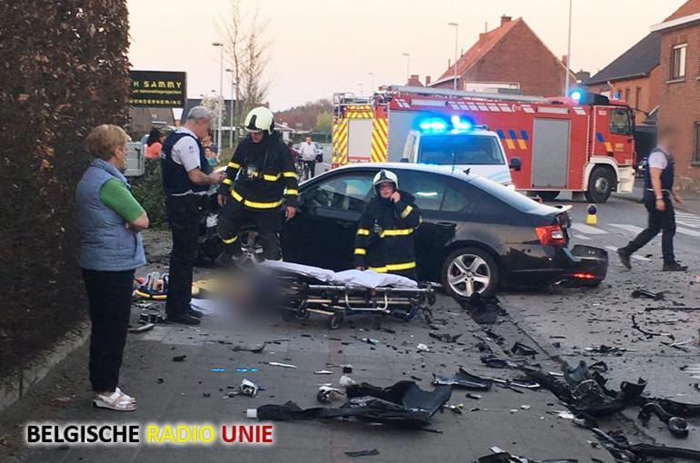 Anoniem ANPR voertuig van de politiezone Gavers crasht op weg naar interventie