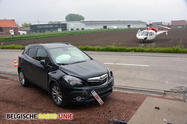 Chauffeur raakt onwel en botst tegen muur in Hooglede