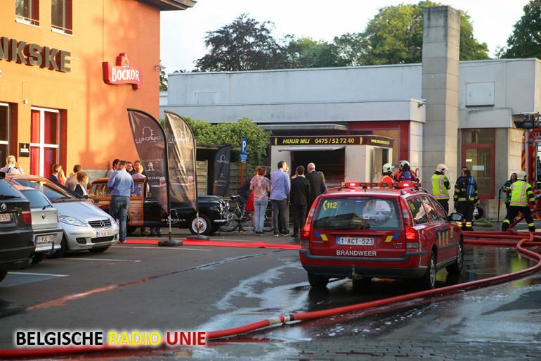 Mobiele frituur aan café 't Bankske vat vuur in Wevelgem