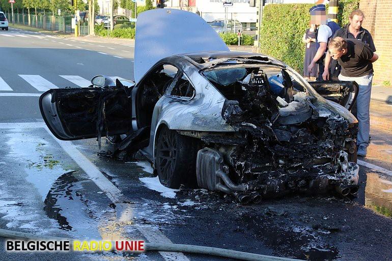 Porsche gaat in vlammen op