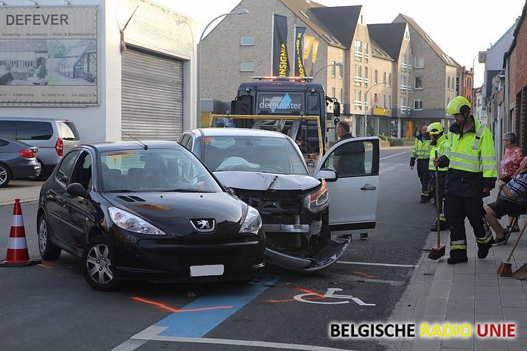 3 gewonden na botsing tussen 2 voertuigen