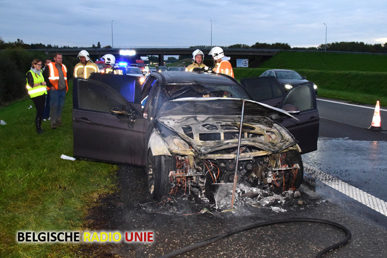 Auto vat vuur op de A19 richting Ieper