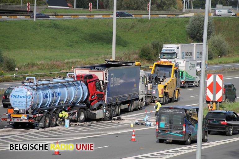 Dodelijk ongeval tussen 2 vrachtwagens op de E17 ter hoogte van Kortrijk Zuid