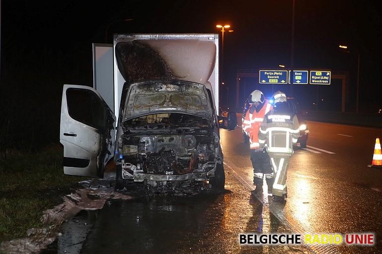 Cabine van bestelwagen brandt uit