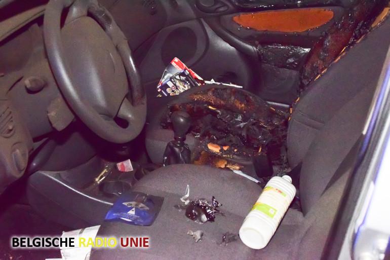 In Wervik werd terug een auto in brand gestoken