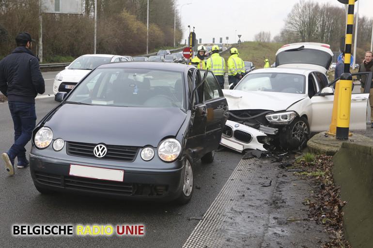 3 voertuigen betrokken bij een verkeersongeval op de R8 in Bissegem