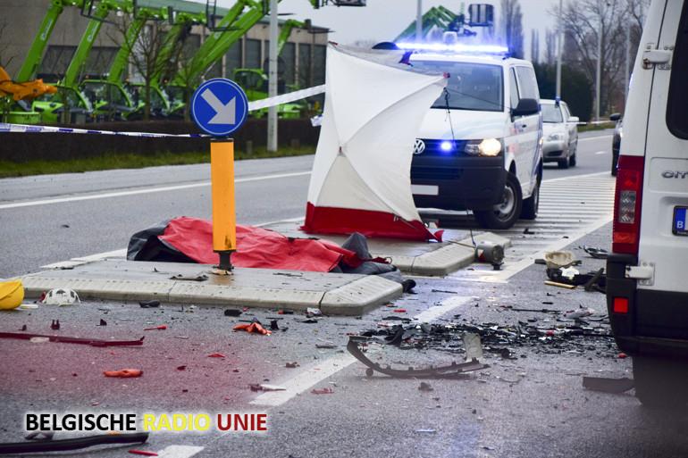 Frontale aanrijding in Lendelede eist 2 doden en 3 gewonden
