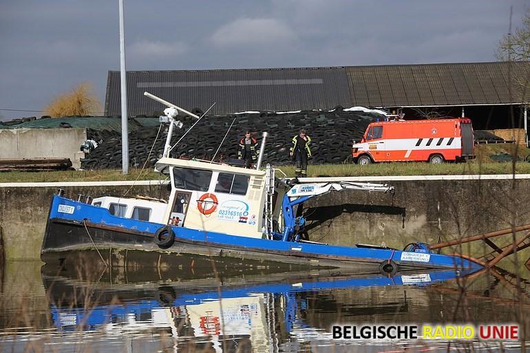 Boot zinkt in Sint-Baafs-Vijve