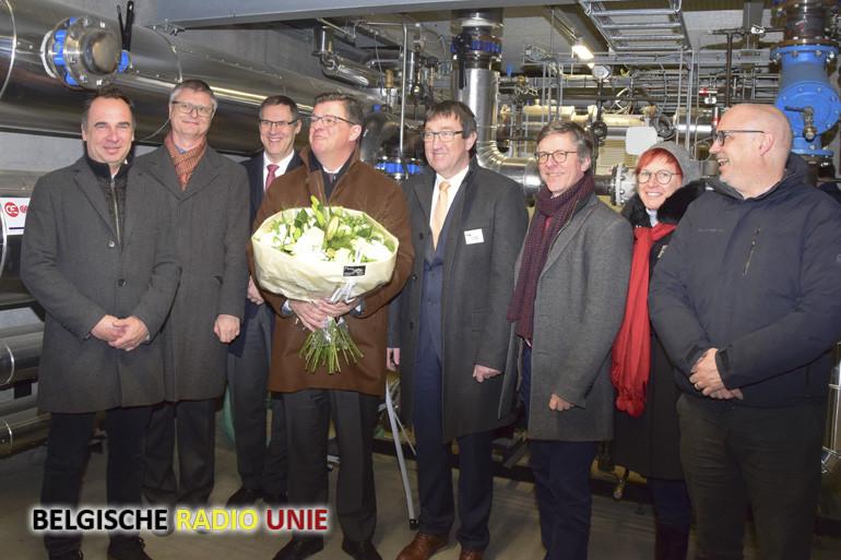 Vlaams minister van Energie draait kraan nieuw warmtenet open