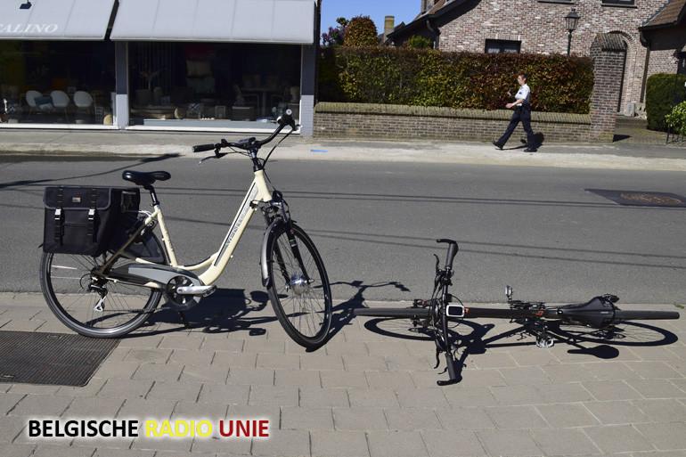 Man met elektrische fiets komt ten val en geraakt zwaar gewond