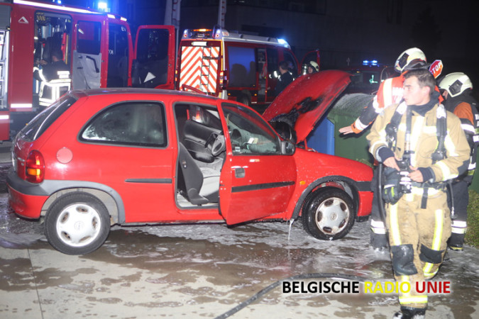 Motorblok vat vuur te Kortrijk