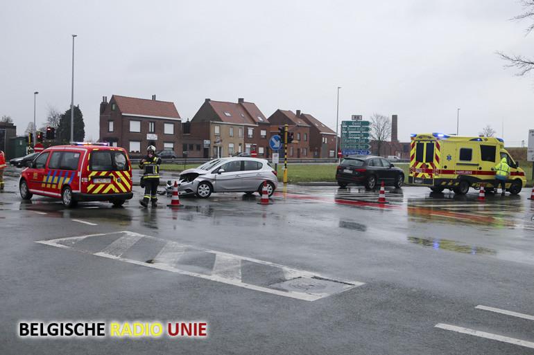Opnieuw ongeval op kruispunt R8 met de Zandbergstraat