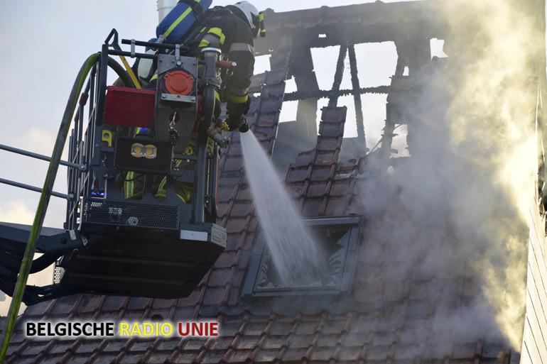 Brand vernielt een koppelwoning in Lendelede