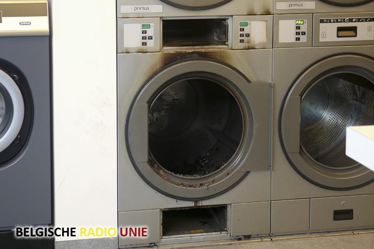 Droogkast vat vuur in automatisch wassalon