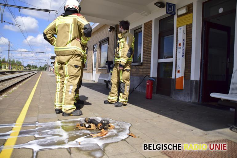 Vuilbak vat vuur in station van Menen