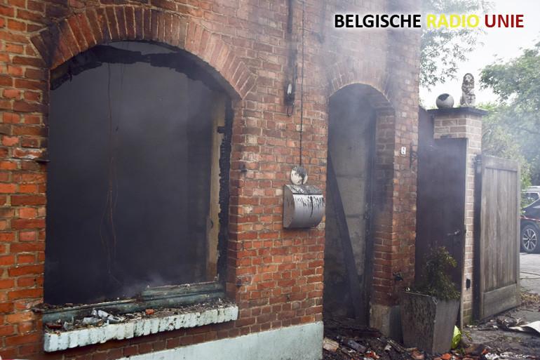 Uitslaande brand vernielt woning in Ieper
