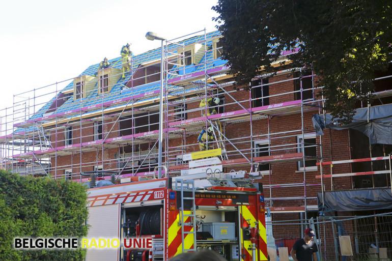 Flatgebouw in aanbouw vat vuur