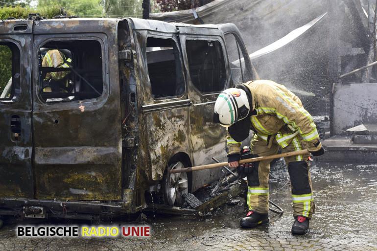 Bestelwagen uitgebrand in Geluveld