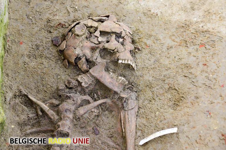 De archeologische opgraving achter de kerk in Sint-Jan bij Ieper nadert zijn einde