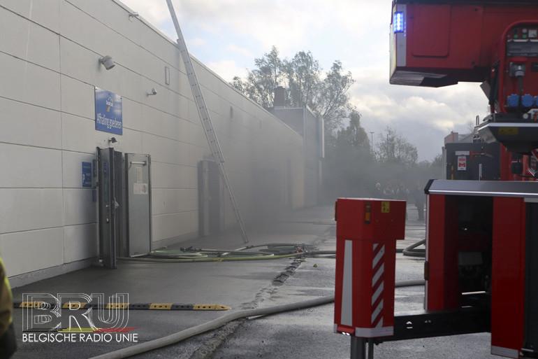 Heel wat rookschade na brand in magazijn Dreamland Kuurne