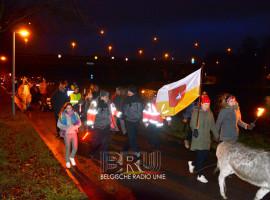 Kuurnse ezels trekken in optocht langs de Leie richting Kortrijk voor Warmste Week