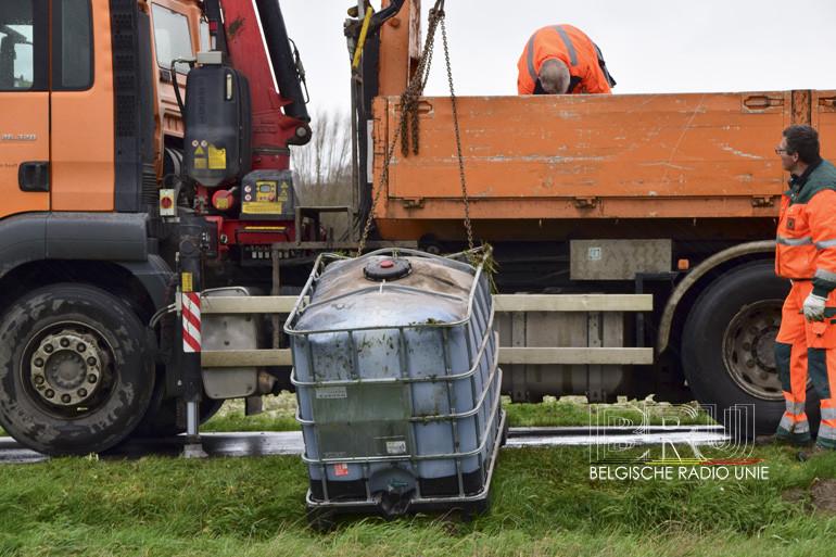 2 containers van elk 1000 liter met vloeistof gedumpt in Zonnebeke