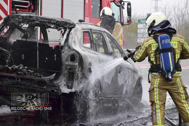 Volvo XC6 kreeg nieuwe stukjes omdat er brandgevaar was, maand later brandt wagen toch uit