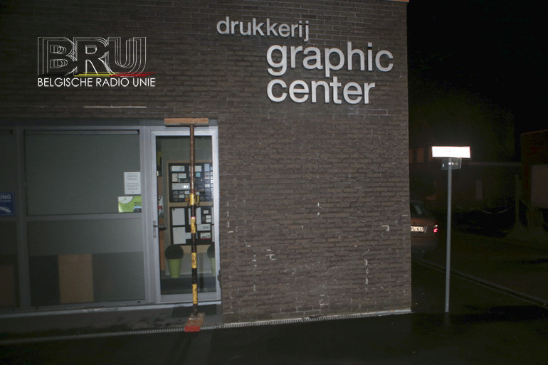 Wagen knalt tegen muur van drukkerij