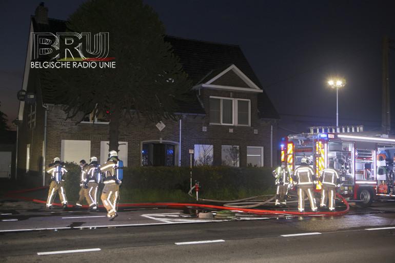 Slaapkamer volledig uitgebrand in Sint-Eloois-Vijve, bewoners bevangen