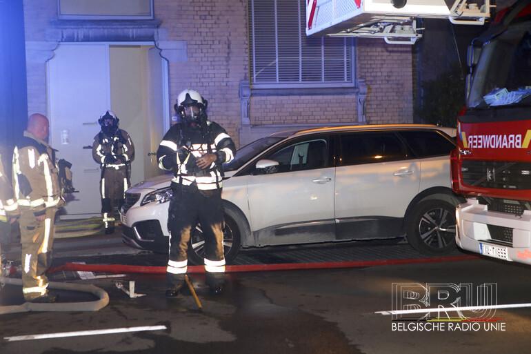 Brand vernielt slaapkamer van appartement in Kortrijk, bewoners ongedeerd