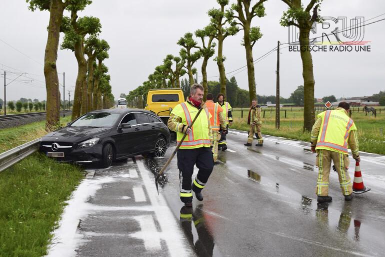Vrachtwagen merkt afslaande wagen te laat op in Kortemark