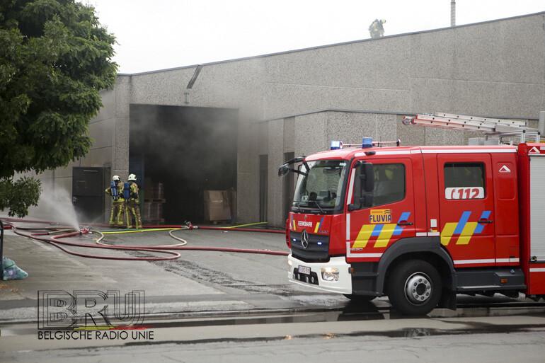 Brand bij verpakkingsbedrijf in Wevelgem zet volledige bedrijfshal onder de rook