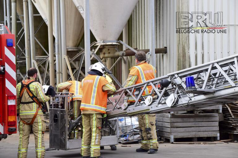 Bij veevoederbedrijf Bosch in Handzame brak brand uit in een silo.