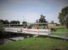Tijdelijk brug over Heulebeek als knipoog naar de toekomst