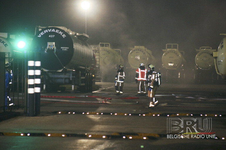Rookontwikkeling na lek zoutzuur uit tankwagen in Spiere