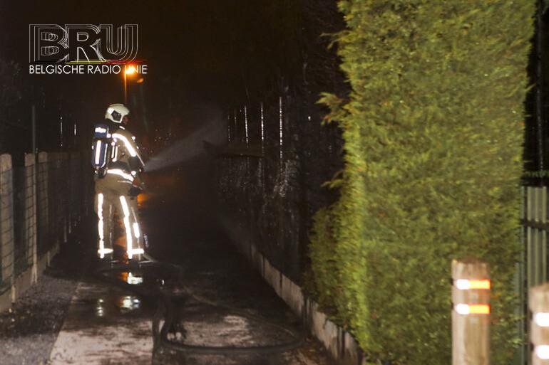 Brandende haag beschadigt twee aangrenzende villa's in Desselgem
