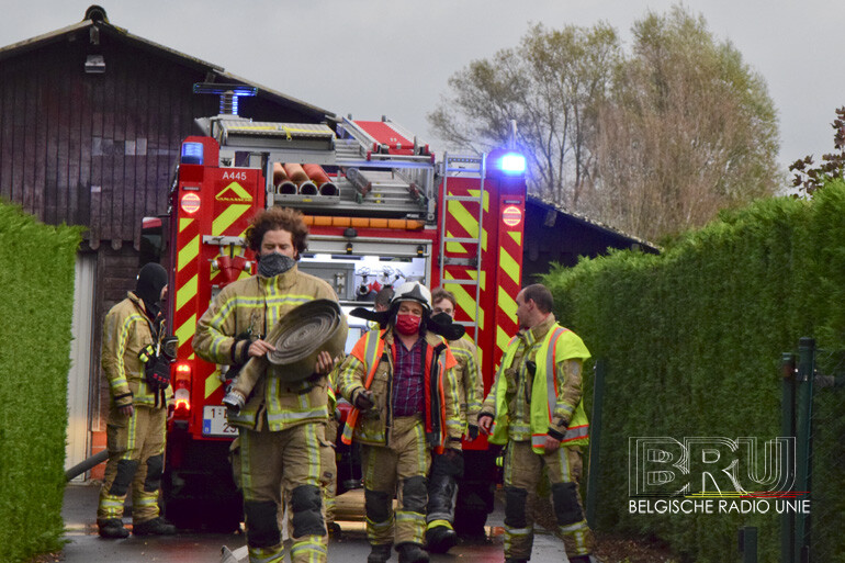 Brandweer opgeroepen voor brand gebouw, man verbrande snoeiafval