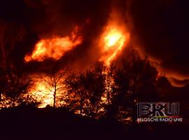 Zware brand bij recyclagebedrijf in Ieper zorgt voor hevige rookontwikkeling