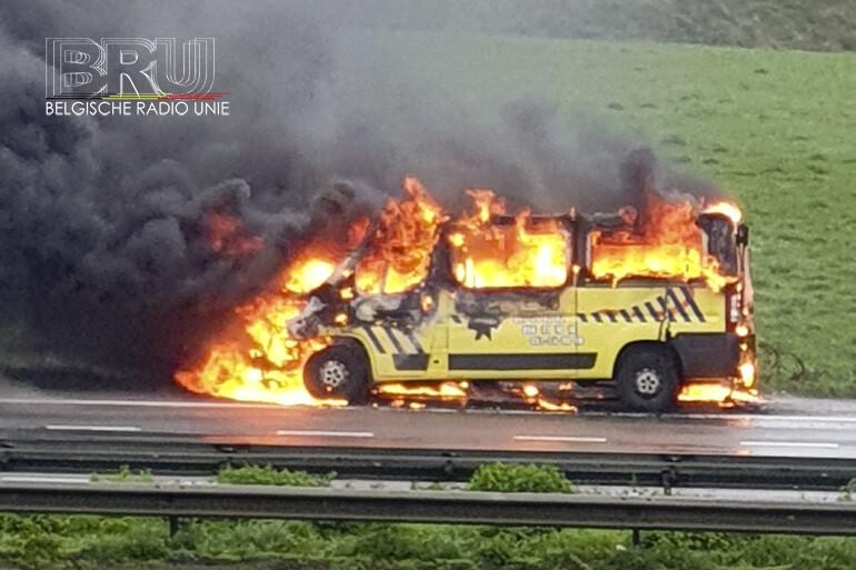 Ziekenwagen uitgebrand in Rumbeke