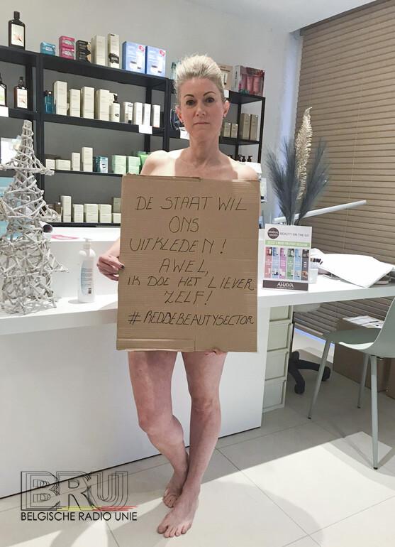 Schoonheidspecialiste uit Kuurne gaat uit de kleren om onterechte sluiting van haar sector aan te kaarten bij de regering