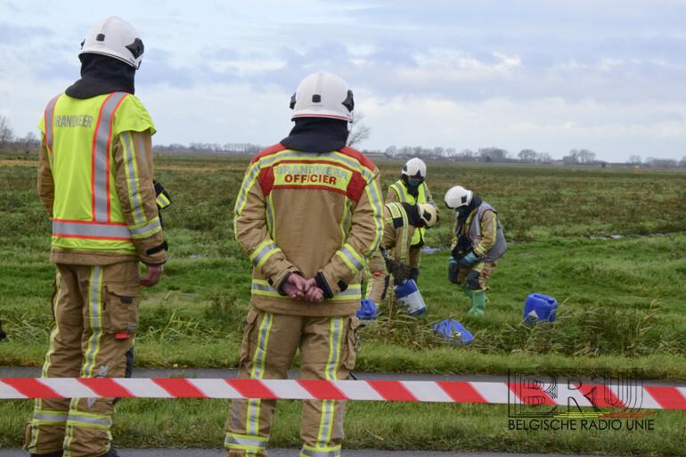 Brandweer ruimt verdachte bidons op