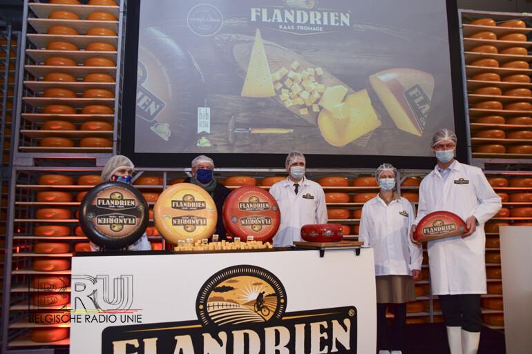 Ambassadeur Wim Opbrouck en Vlaams minister Hilde Crevits openen nieuwe rijpingszaal en productielijn bij kaasmakerij Flandrien Kaas in Wervik