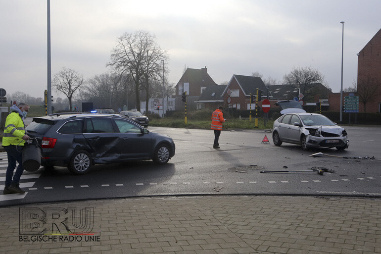Alweer botsing op berucht kruispunt Hippodroomstraat en de Ringweg R8