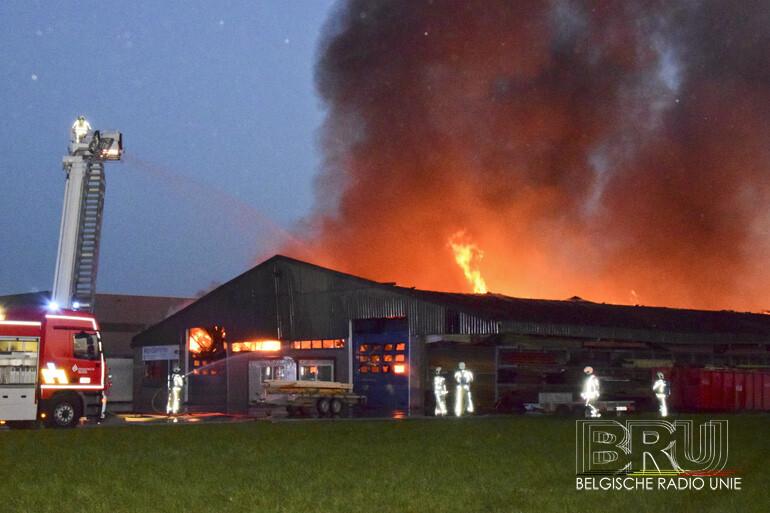 Houtatelier volledig verwoest door brand