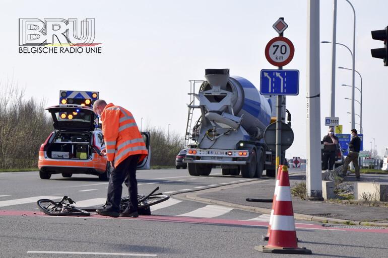 Dodehoekongeval met fietser op kruispunt R8 - Heirweg Kuurne