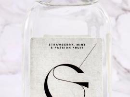 "Gene Thomas lanceert lentefrisse gin-likeur ""Génial by Gene"""