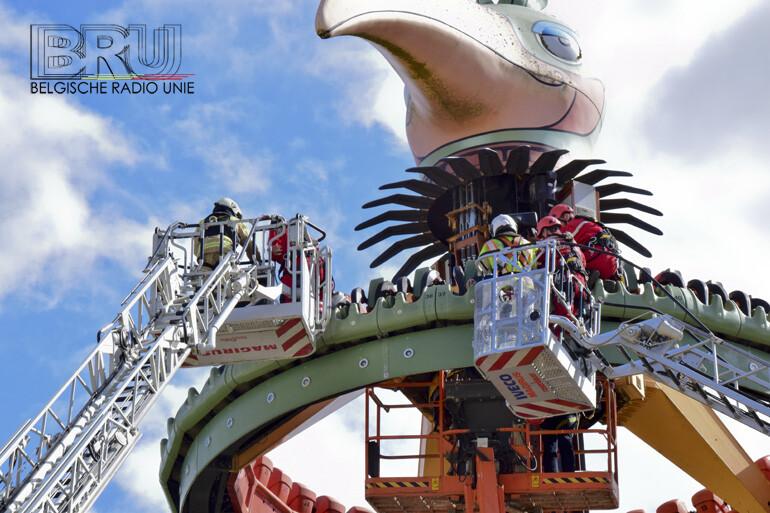 Attractie El Volador in pretpark Bellewaerde vast op 18 m hoogte